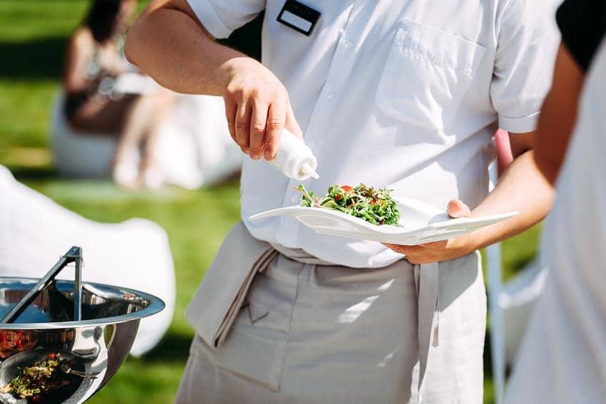 Jak zaplanować catering plenerowy