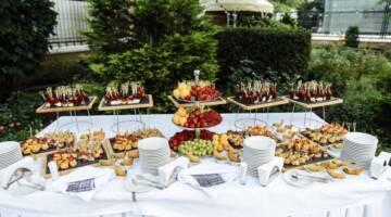 Strefa gastronomiczna na pikniku firmowym